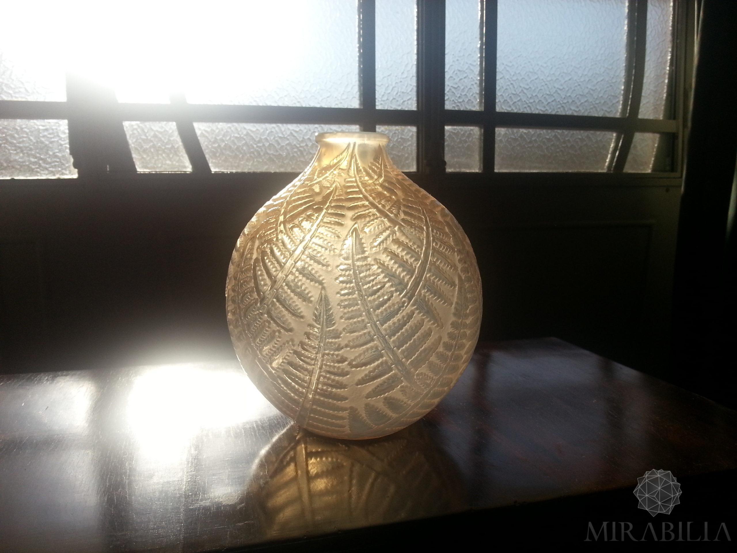 """Vaso a forma sferica """"Espalion"""", chiamato anche """"fougères"""", dettaglio decorazioni"""