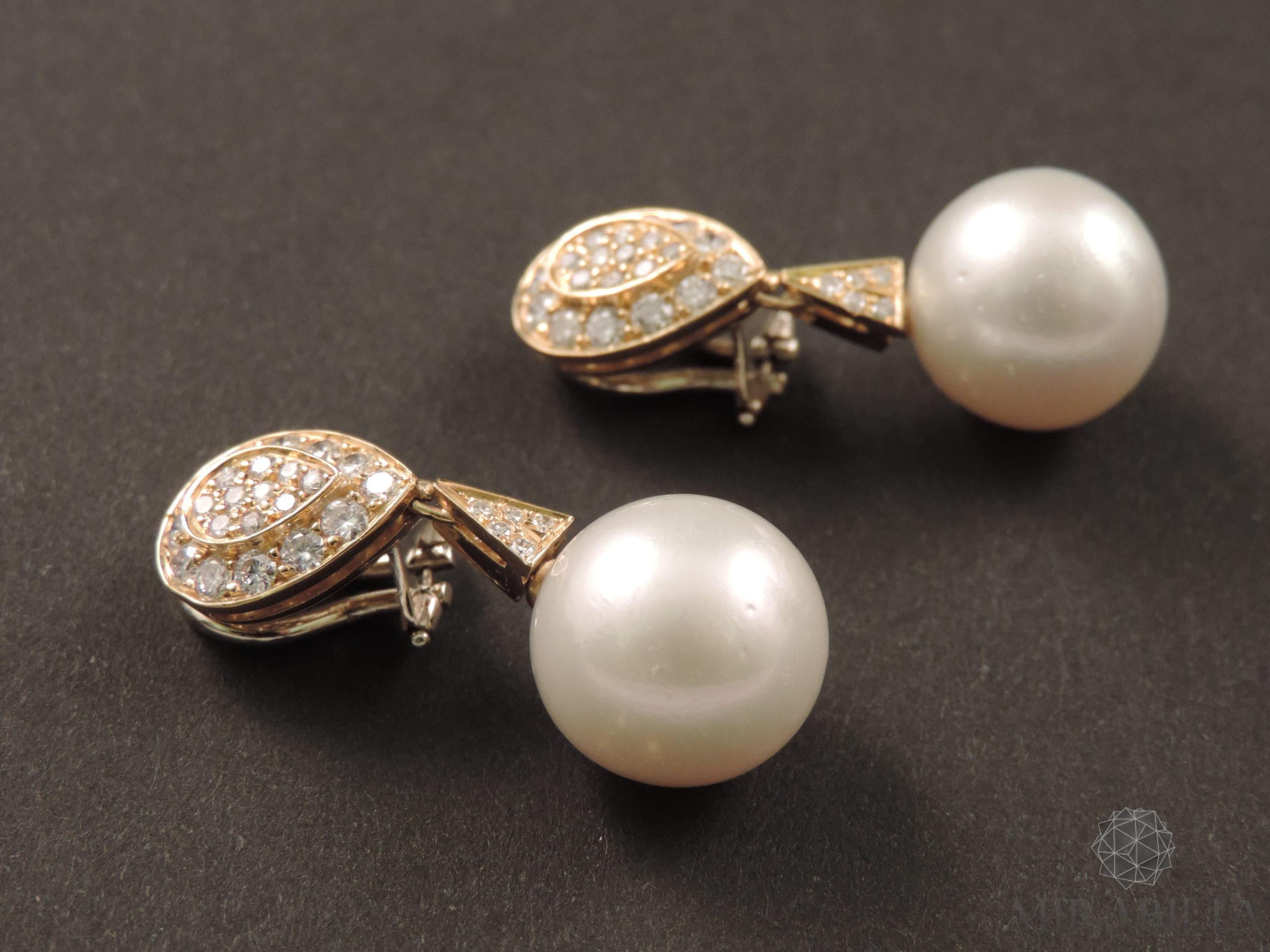 Orecchini a clip con perle coltivate e diamanti, anni '60 (dettaglio oro)