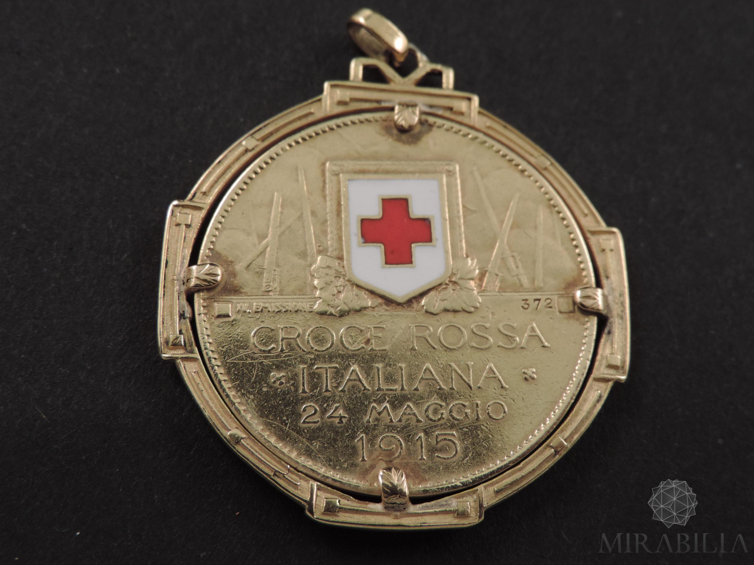 Rara medaglia, in oro giallo 22 carati (900) e smalti, coniata su iniziativa del Comitato di Propaganda della Croce Rossa di Milano 2