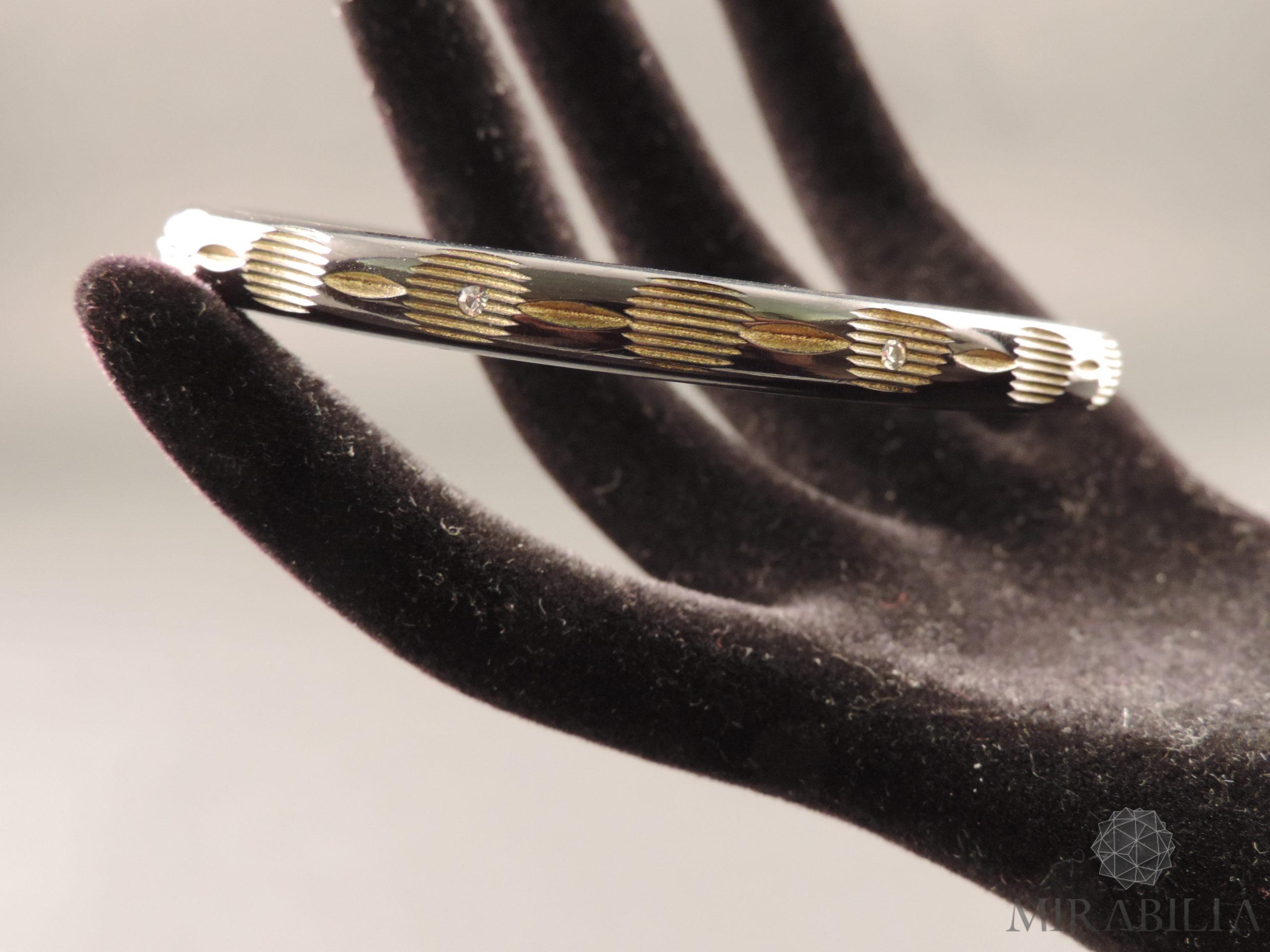 Braccialetti Art Déco in bachelite intagliata, con zirconi e dorature (dettaglio colore nero)