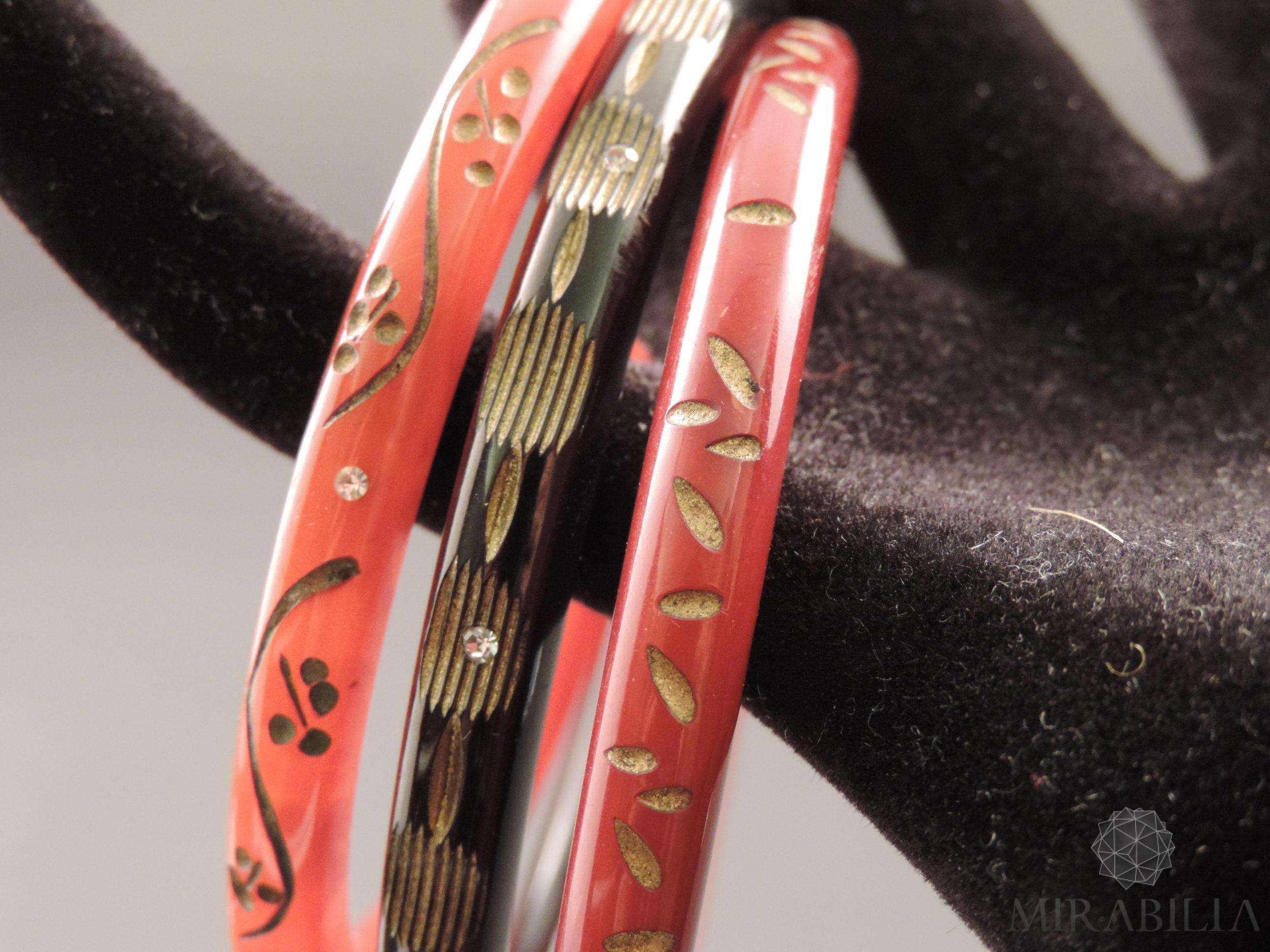 Braccialetti Art Déco in bachelite intagliata, con zirconi e dorature  (nero, marrone e tartaruga)