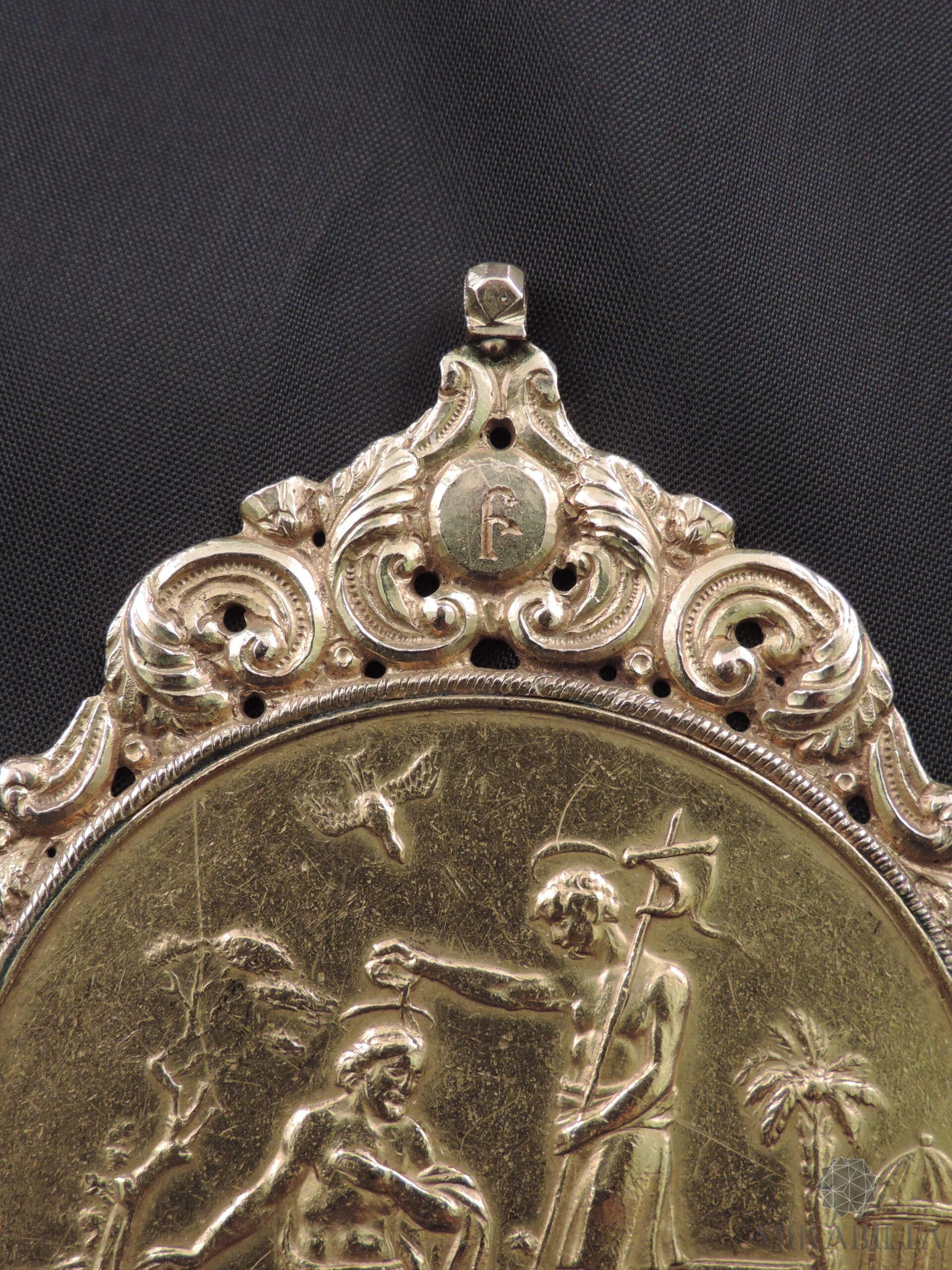Medaglia russa in oro con tema religioso(dettaglio San Giovanni Battista che battezza Gesù Cristo)