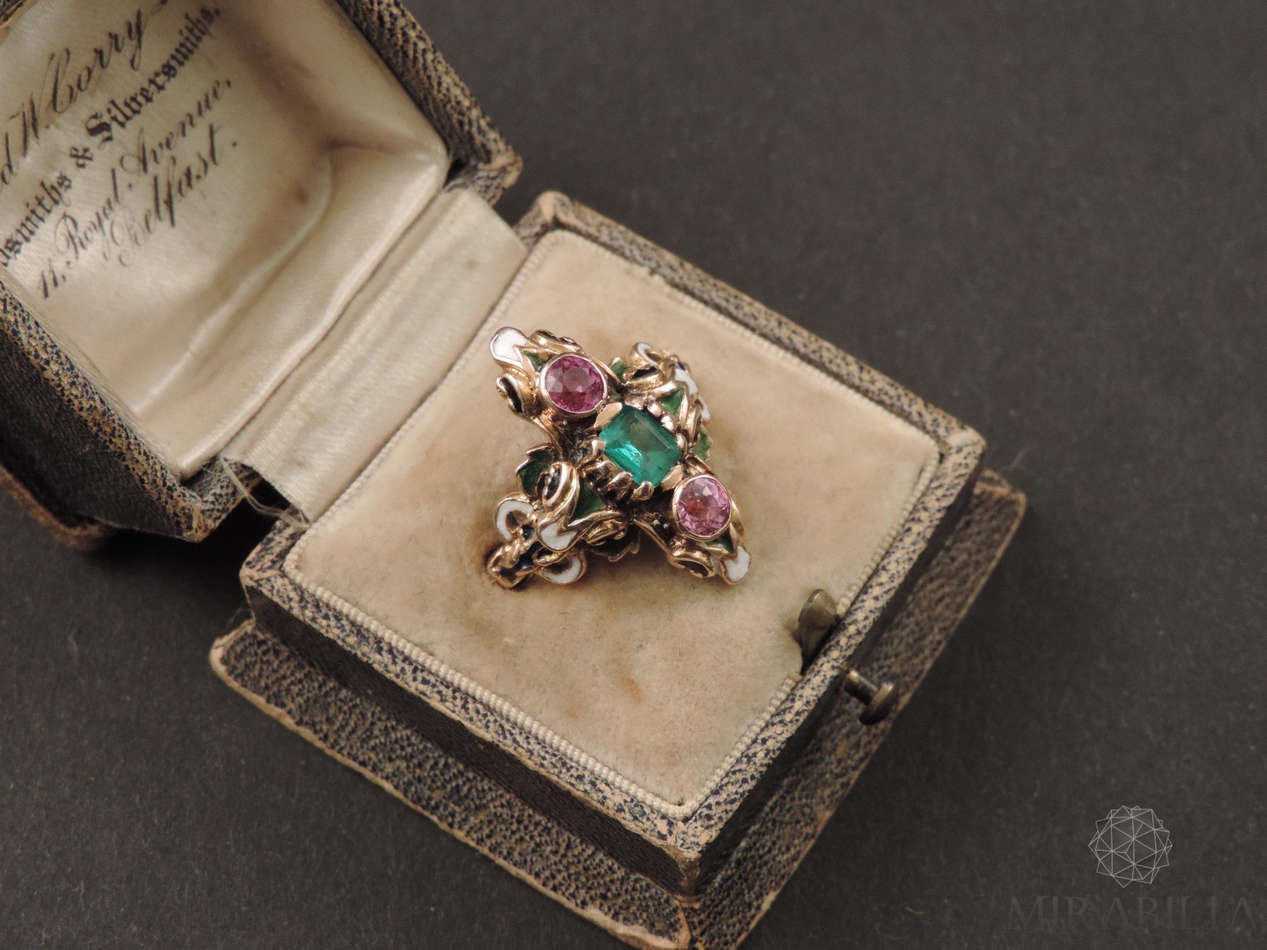 Anello Smeraldo Neorinascimentale (dettaglio)