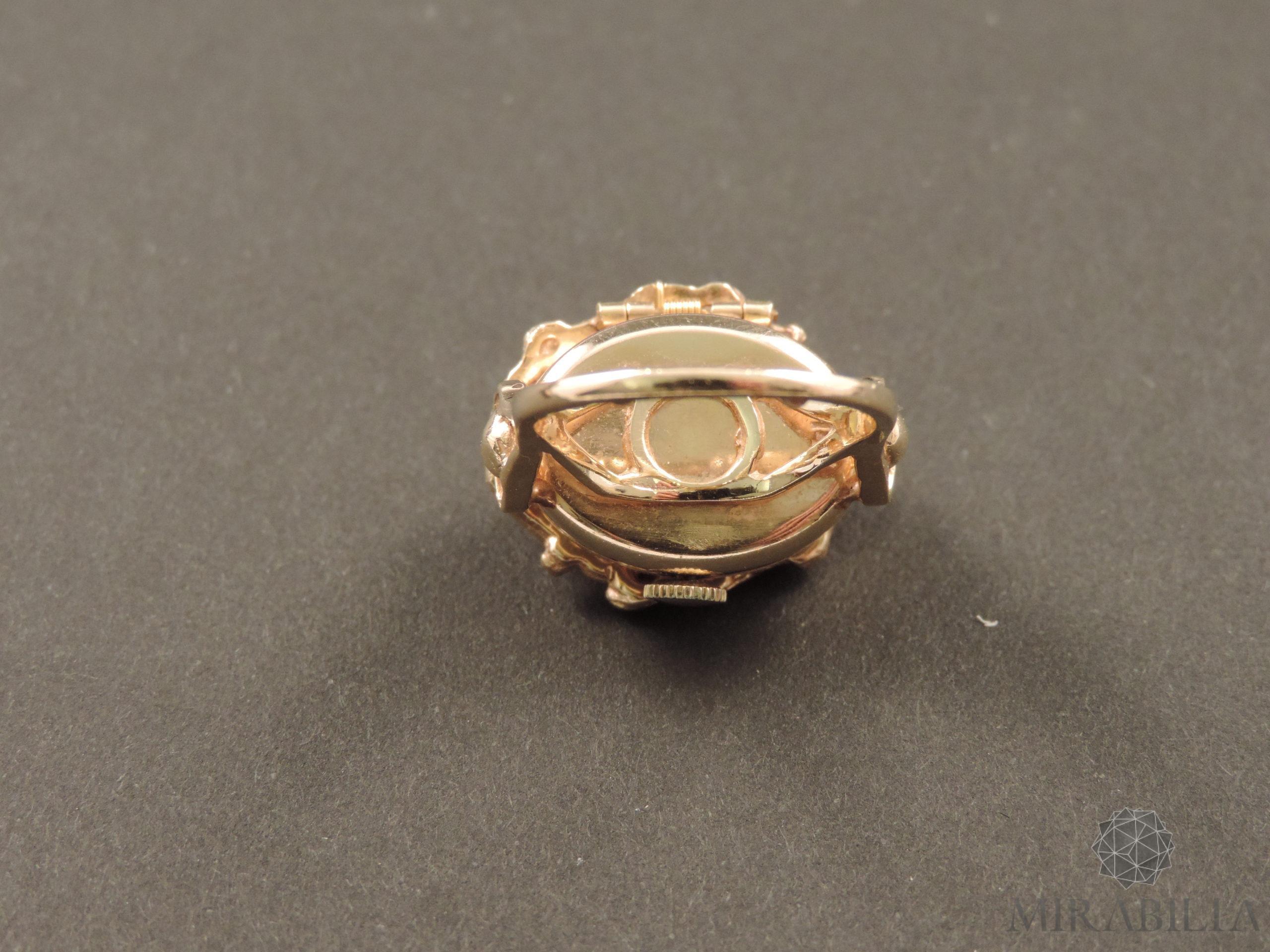 Anello con orologio Benat a scomparsa, in oro e opali, anni '50 (dettaglio retro)