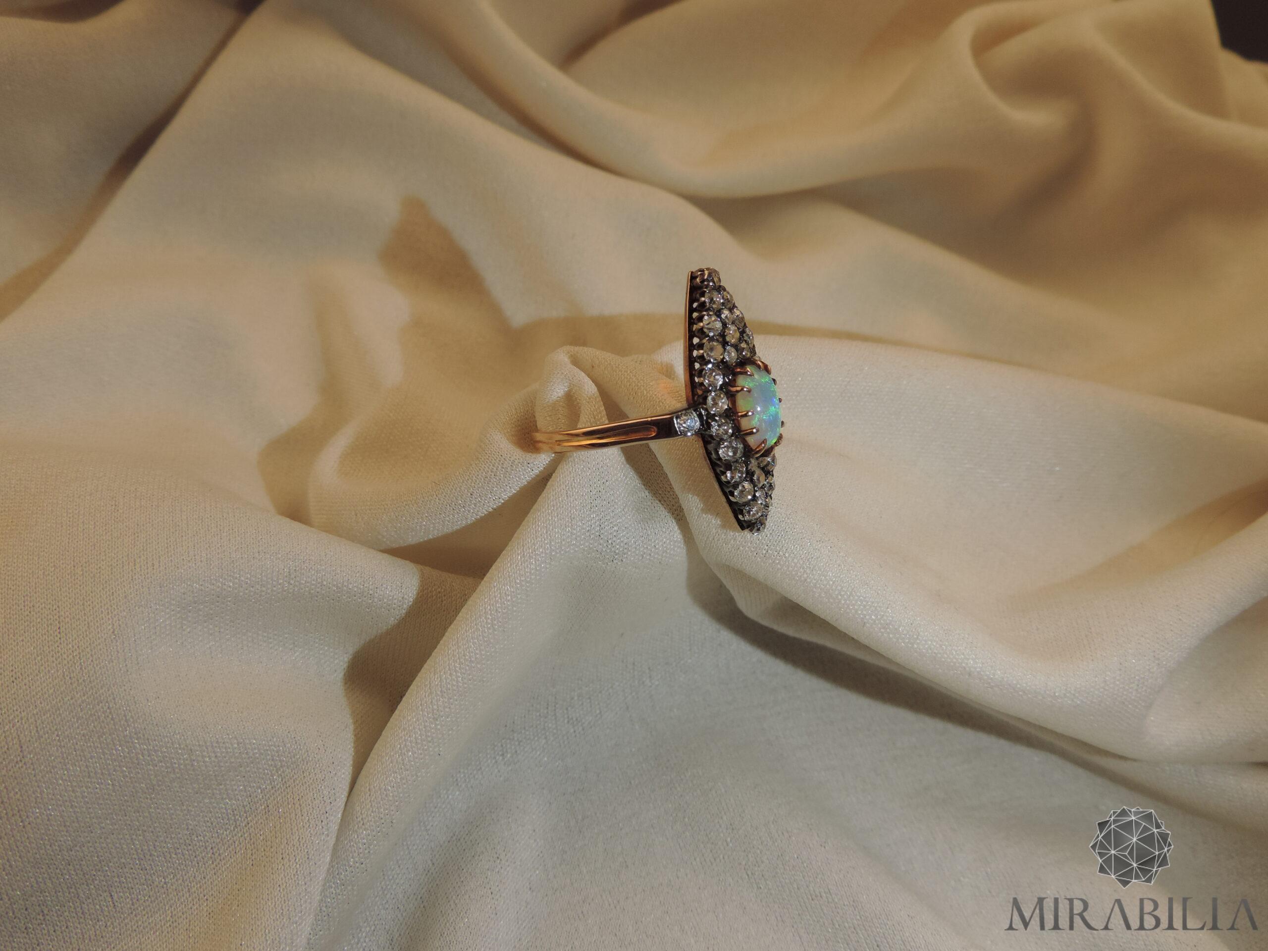 Anello Belle Epoque in oro, argento, opale e diamanti (dettaglio lato)