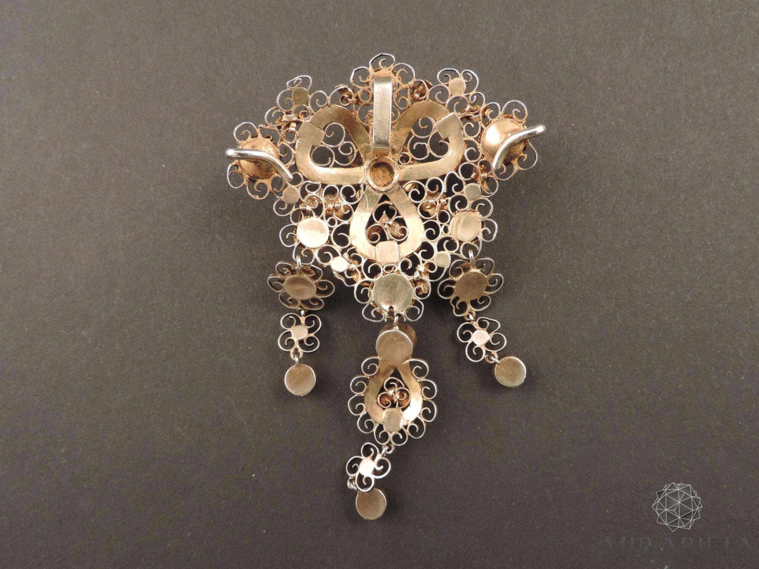 """Retro collier """"trasformabile"""" in vermeil, impreziosito da circa 70 carati di granati naturali (taglio cabochon)"""